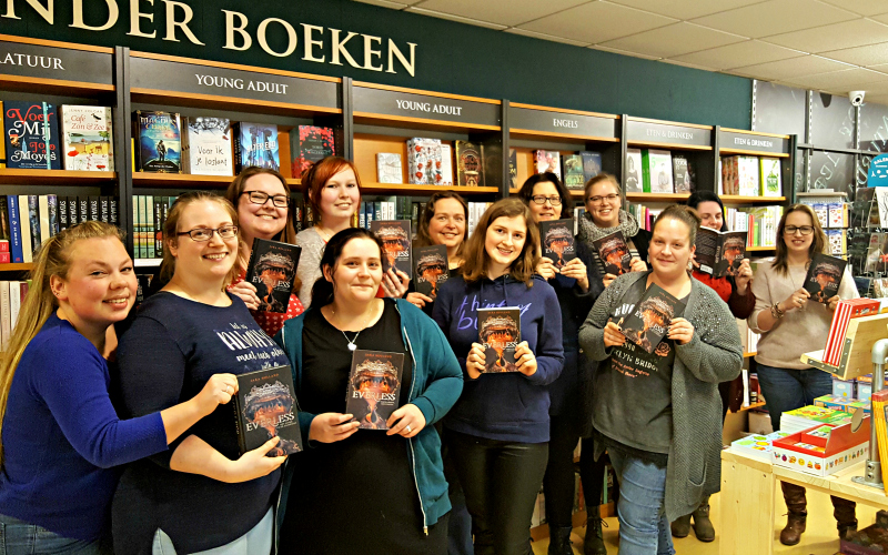The Awesome Book Club leest Everless